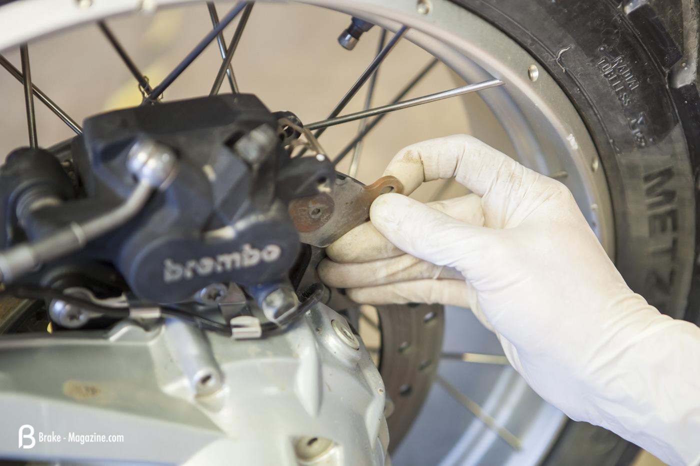 how to change vx brake pads
